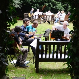 Renbourn Guitar Workshop late 2014 (© John Chandler)