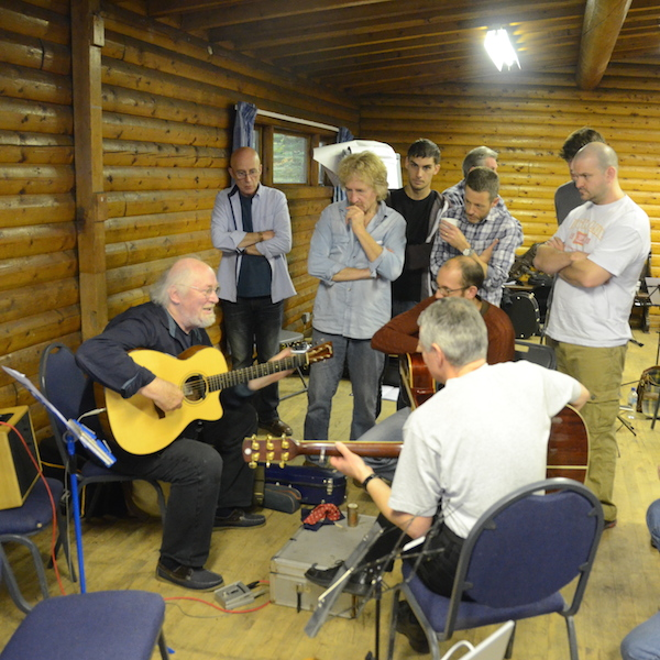Renbourn Guitar Workshop late 2014 (© John Chandler)